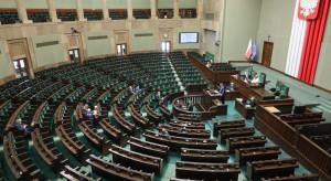 Sondaż: Zjednoczona Prawica poprawia wynik, Polska 2050 nieznacznie traci