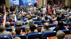 Rośnie poparcie dla PiS-u. Polska 2050 i KO traci
