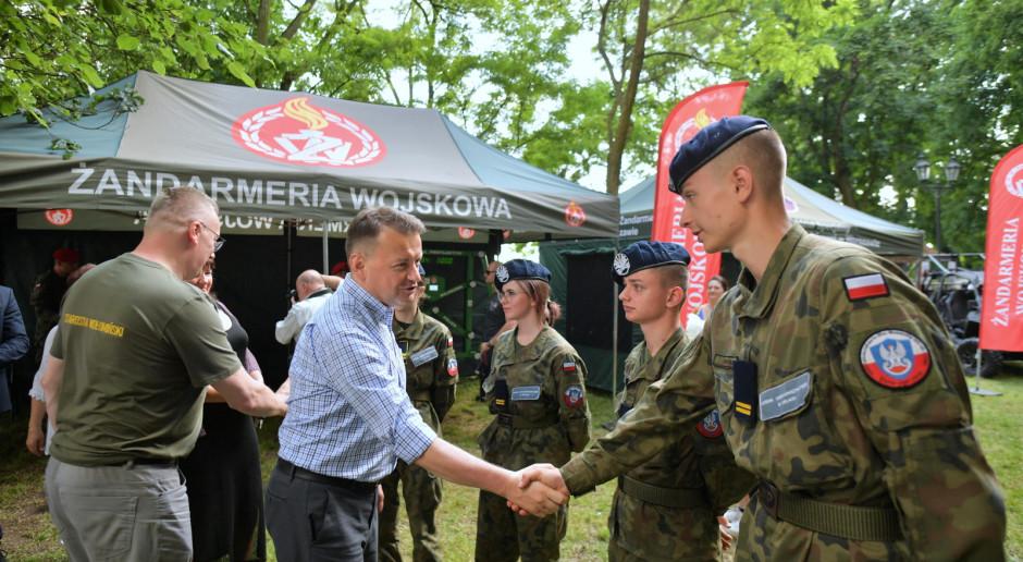 Szef MON: Zachęcam wszystkie młode osoby do tego, by rozpoczęły służbę w Wojsku Polskim
