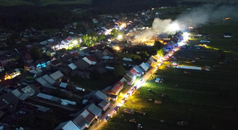 Małopolskie: Nowa Biała po wielkim pożarze; trwają prace rozbiórkowe