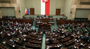 Sondaż: Czołówka partii politycznych zaliczyła spadek poparcia