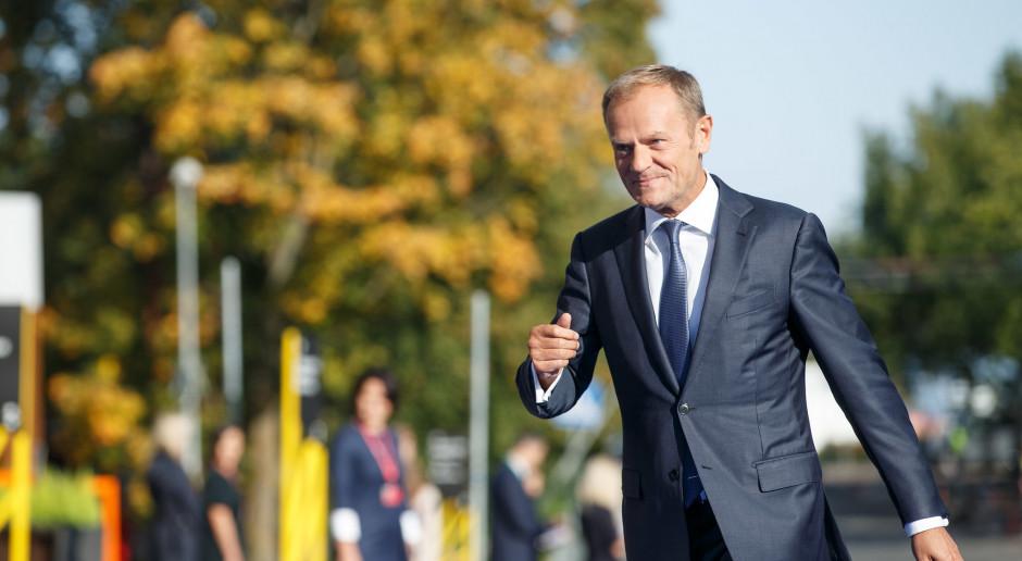 Sondaż: Kochają Tuska bardziej niż Kaczyńskiego