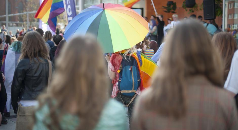 """KE rozważa kroki prawne w zw. ze """"strefami wolnymi od LGBT"""""""