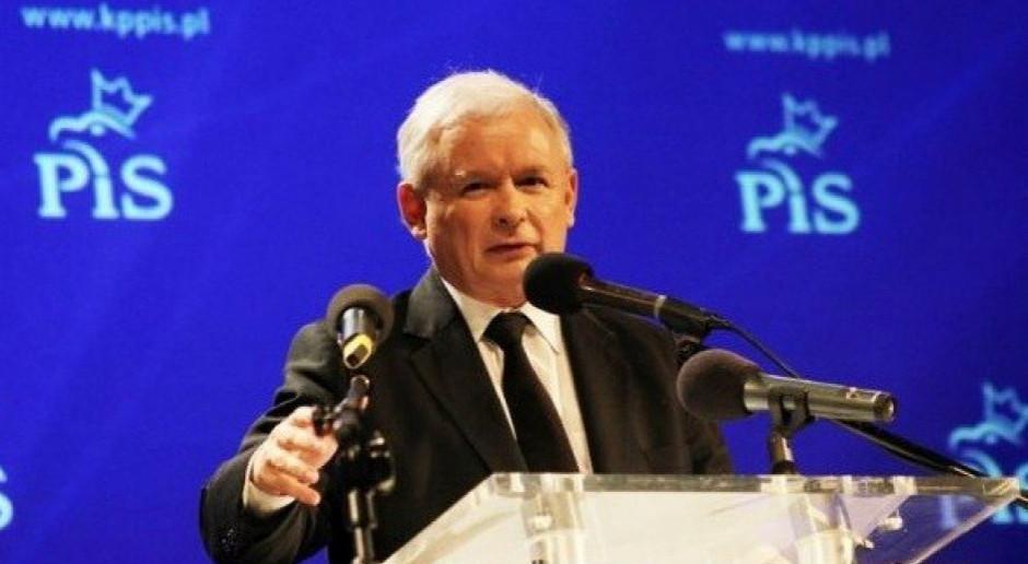 Sondaż: Prezes PiS jest jak punk. Nie zależy mu