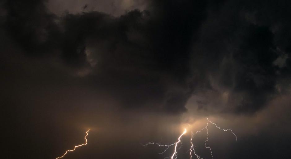 RCB: Po przejściu burz bez prądu pozostaje ponad 49 tys. odbiorców