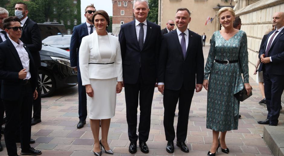 Prezydenci Litwy i Polski obejrzeli dzwon Zygmunta i modlili się na Wawelu