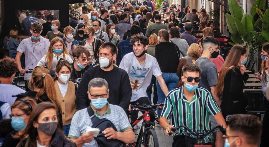 Prof. Parczewski: Fale zakażeń w innych krajach ewidentnie przebiegają wśród niezaszczepionych