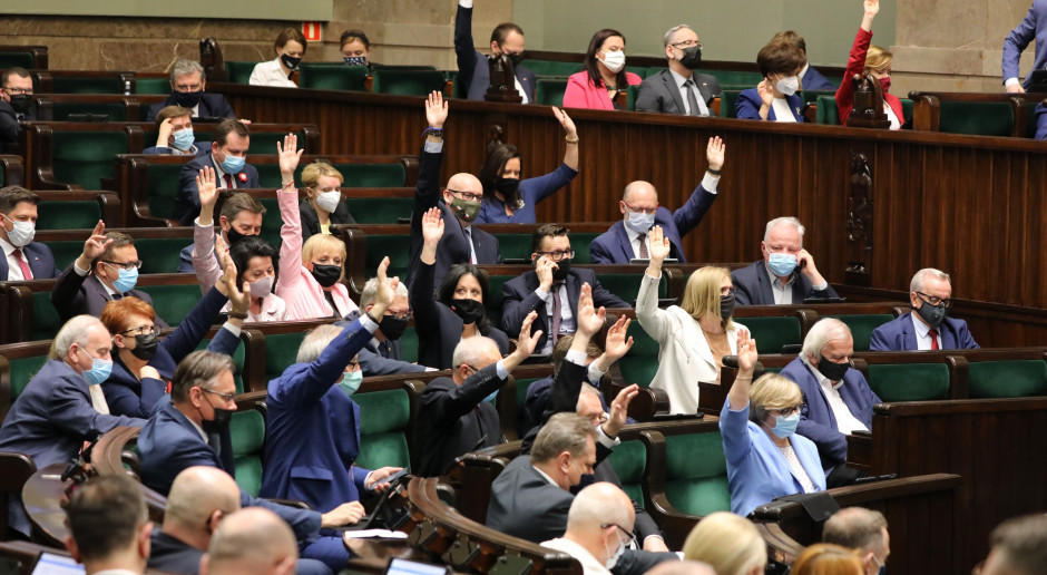Polacy są przeciwko podwyżkom dla polityków