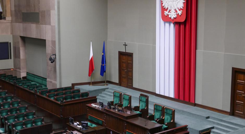 """Sondaż dla """"Rzeczpospolitej"""": Dwie trzecie Polaków nie chce podwyżek dla polityków"""