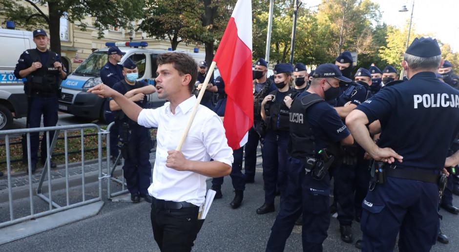 Warszawa: Protest medyków dotarł przed kancelarię premiera