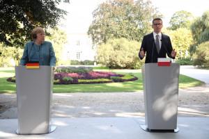 Merkel: Z Morawieckim rozmawialiśmy o praworządności, istnieją możliwości poczynienia postępów