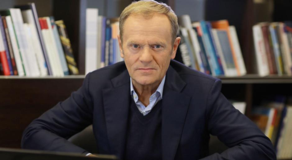 Tusk: PiS zadarł z moją teściową - samobójcy; Fogiel: teściowa zaraz zarekwiruje telefon i skończy się rumakowanie