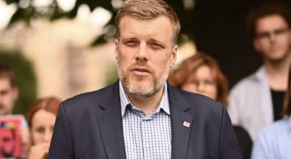 Adrian Zandberg pyta, czy resort finansów ma listę miliarderów unikających podatków w Polsce?