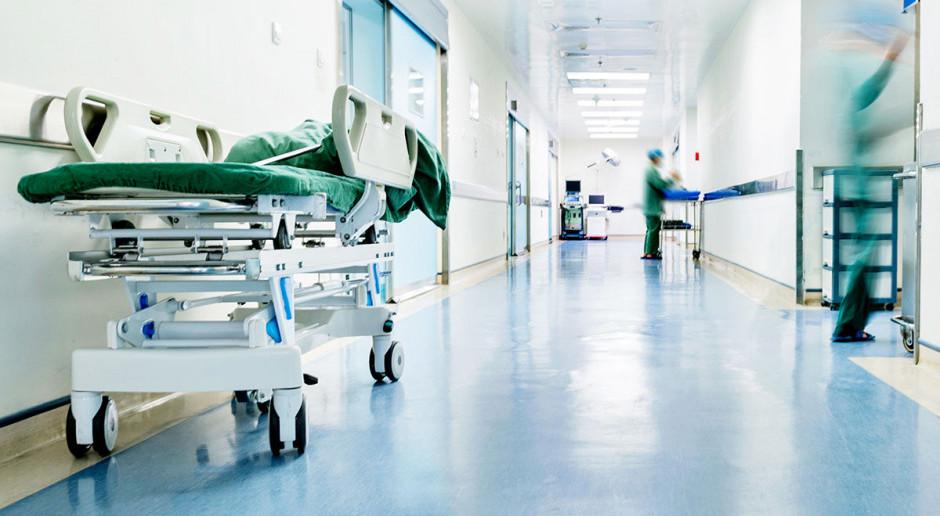 """Bosak: """"dramat"""" w służbie zdrowia; brakuje lekarzy, oddziały są zamykane """"po cichu"""""""