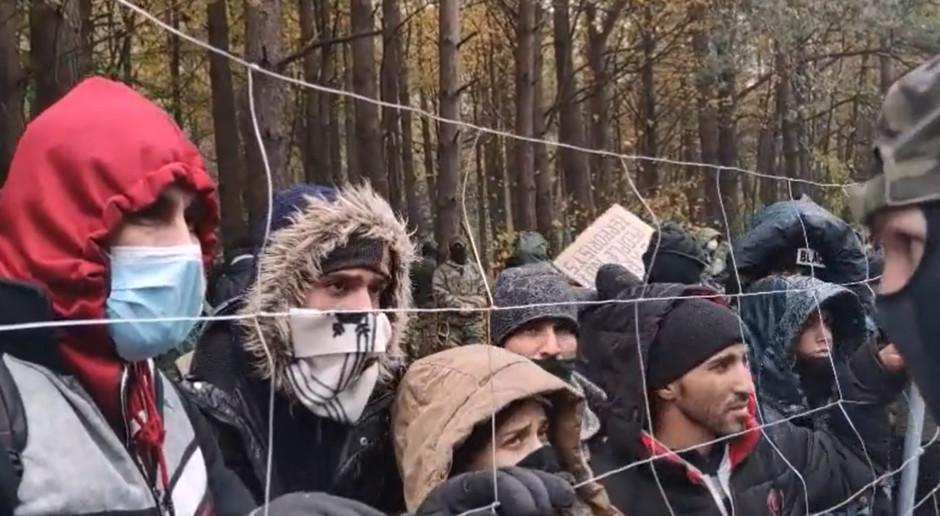 Służby białoruskie zwożą na granicę kolejne grupy cudzoziemców