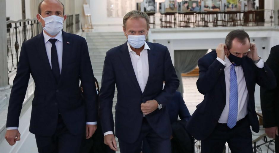 W Sejmie zebrał się klub KO z udziałem Donalda Tuska