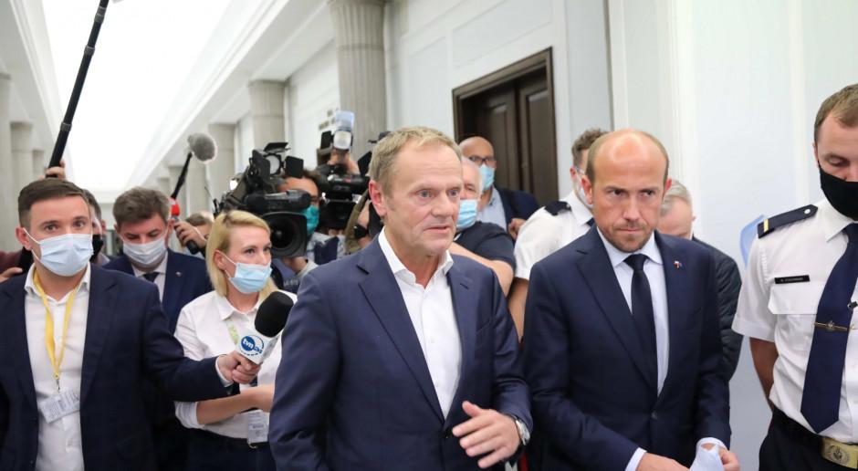 Donald Tusk po posiedzeniu klubu KO: zamiast wielkiego muru będzie wielki wał