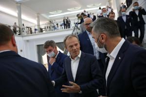 Donald Tusk bardziej szkodzi, niż pomaga opozycji