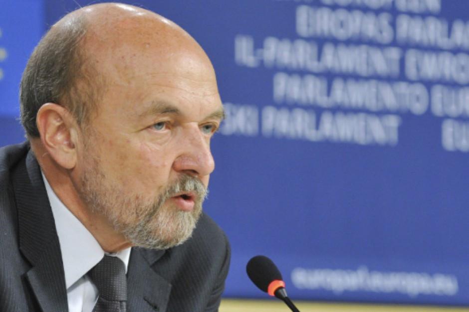 Legutko: boimy się europejskiego bezprawia większości - społeczeństwo